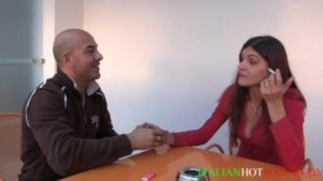 video amatoriale italiano con bellissima ragazza alla prima esperienza hard